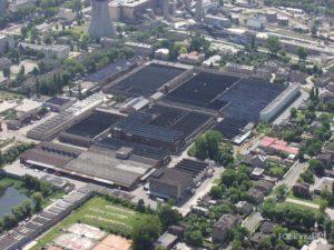 Fabryka Polmerino. Widoczne rozległe hale szedowe.